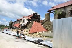 歴史的な建物が崩壊。